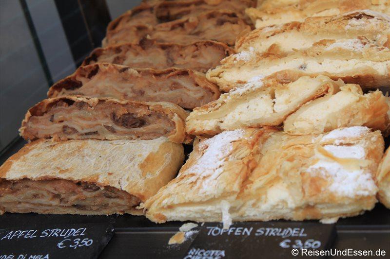 Apfelstrudel und Topfenstrudel im Cafe Strudel