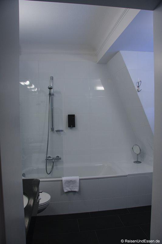 Blick in das Badezimmer im Hotel Weisses Kreuz in Bregenz