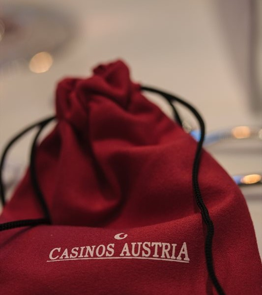 """""""Säckchen"""" mit Jettons im Casino in Bregenz"""