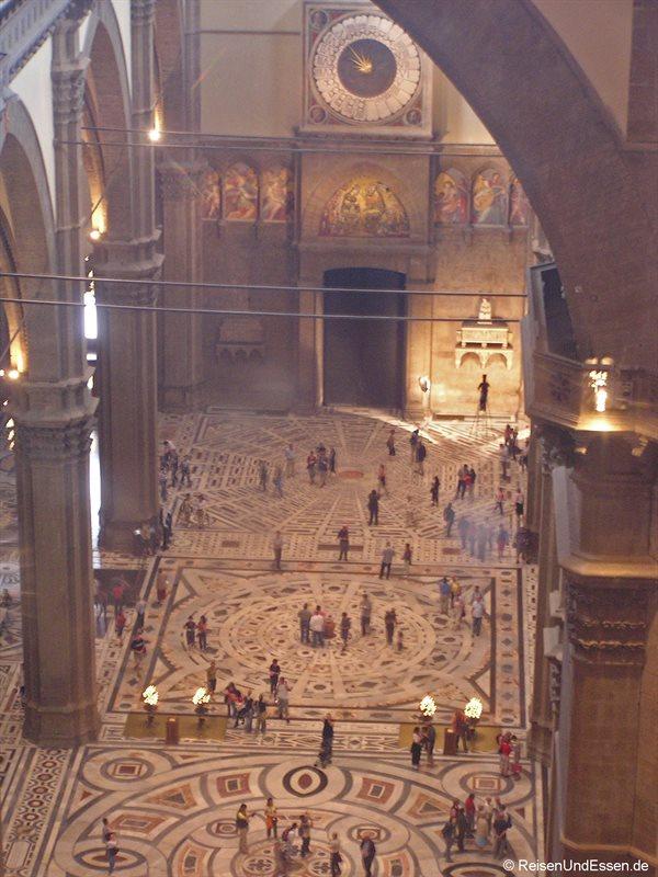 Blick aus der Kuppel in die Kathedrale