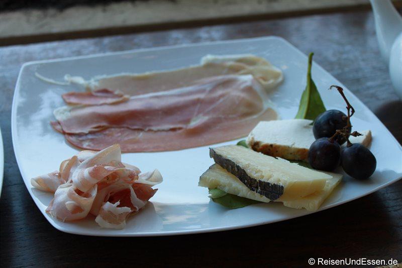 Schinken und Käse als Vorspeise