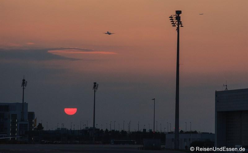 Sonnenuntergang am Flughafen München
