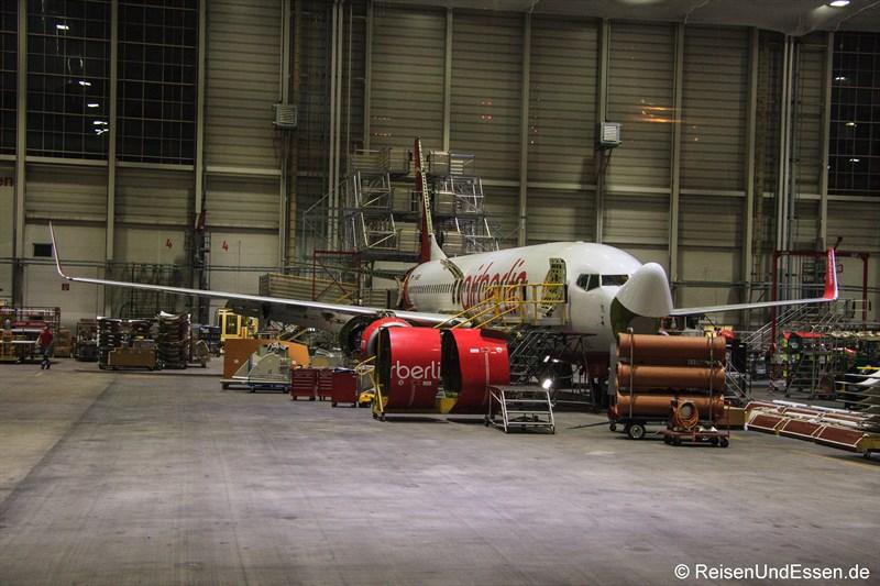 Flugzeug von Air Berlin in der Technik beim C-Check