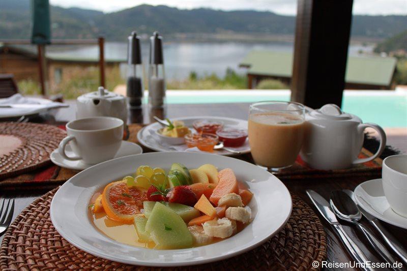 Frühstück mit Früchte in der Elephant Hide of Knysna Guest Lodge