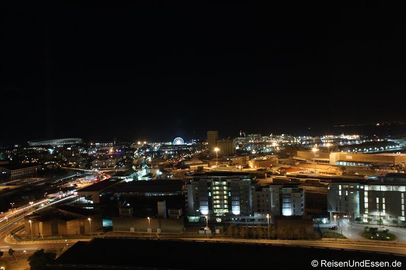 Aussicht auf die Waterfront bei Nacht vom Westin Cape Town