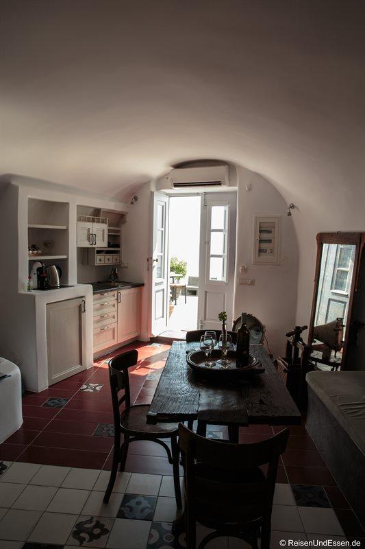 Wohnraum und Küche in der oberen Etage in der White Pearl Villa