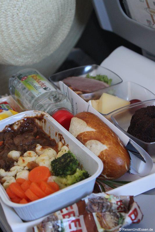 Premium Menu bei Condor - Warme Mahlzeit