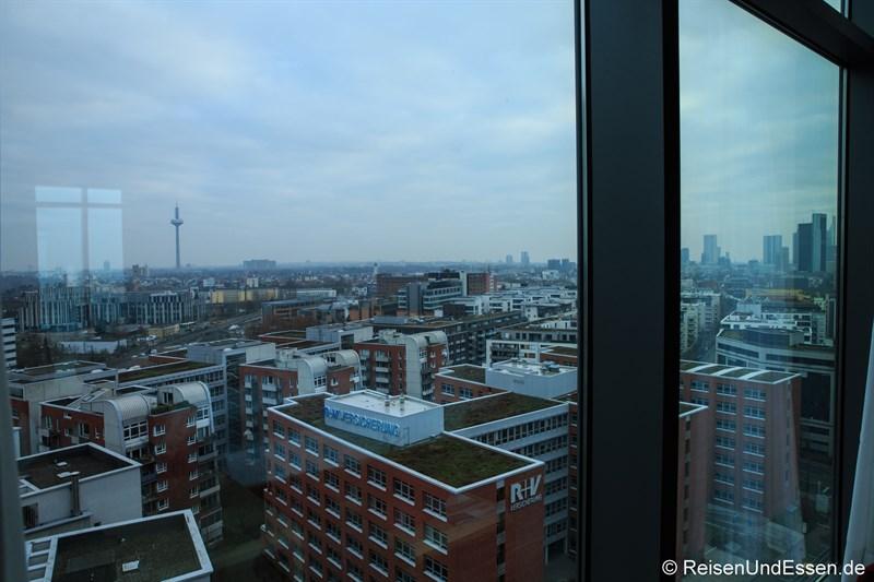 Blick von unserem Zimmer im Radisson Blu Frankfurt