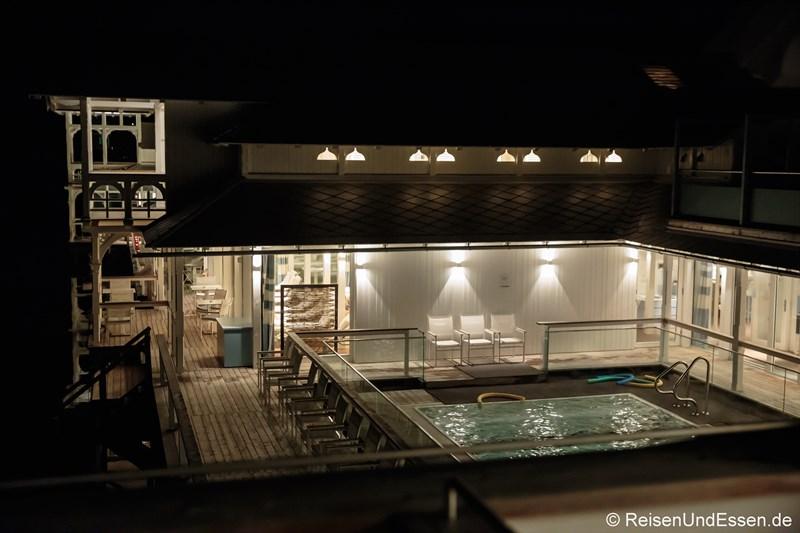 Badehaus im Werzer's bei Nacht