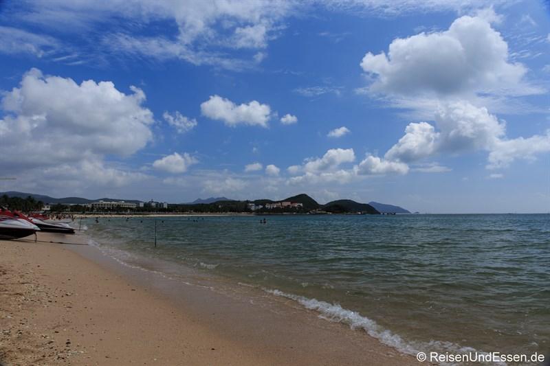 Strand von Dadonghai (Richtung Osten)