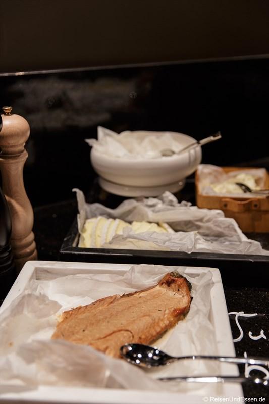 Frischer Lachs zum Frühstück