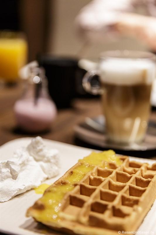 Frische Waffel zum Frühstück