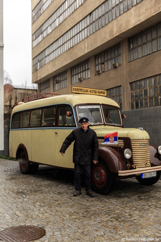 Sightseeing in Belgrad im Oldtimerbus mit Fahrer