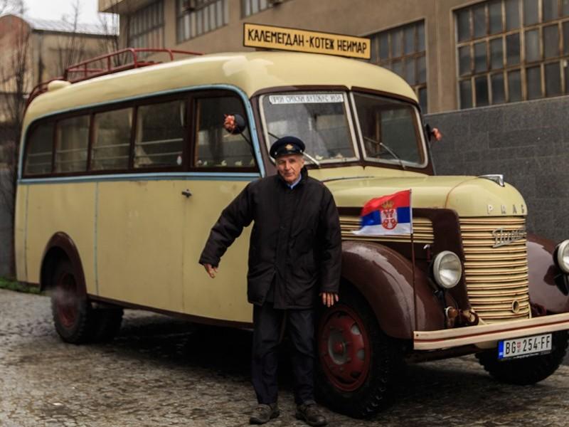 Oldtimerbus in Belgrad mit Fahrer