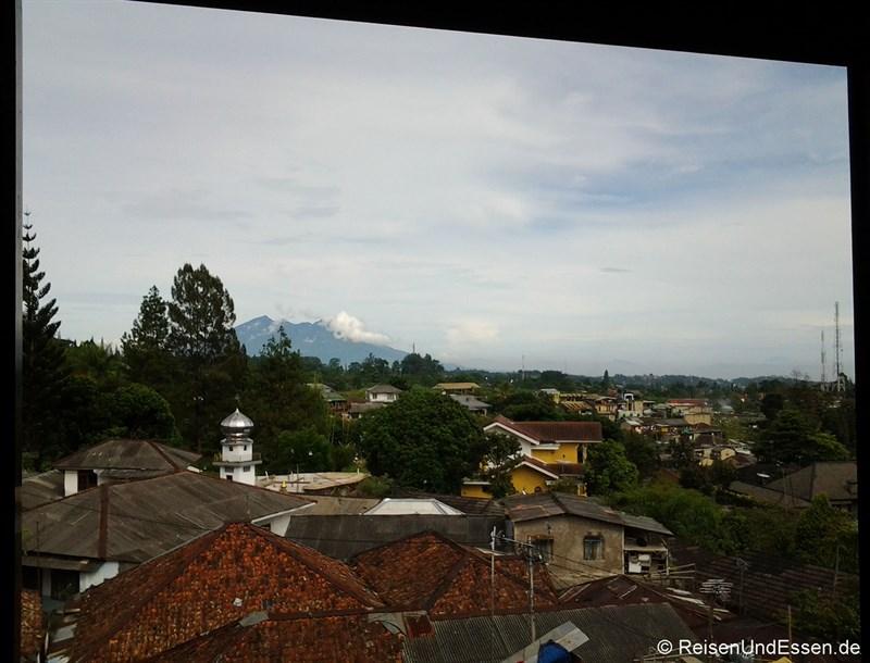 Blick vom Hotel beim Frühstück in Cisarua