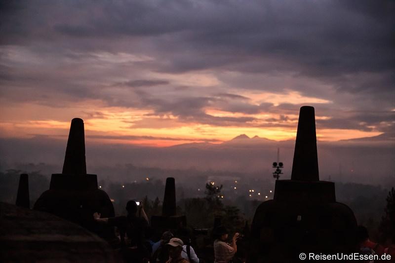 Sonnenaufgang in Borobudur um 05:20 Uhr