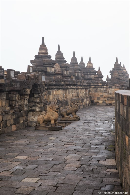 Die mittlere Ebene Rupadhatu in Borobudur