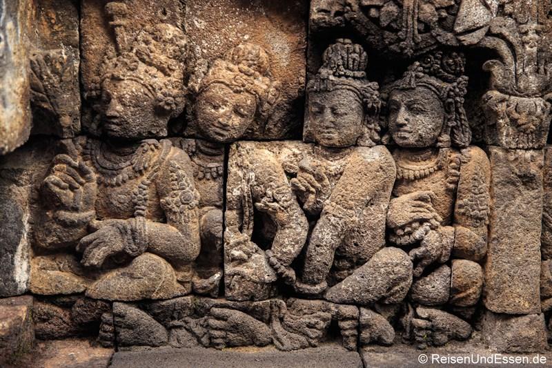 Relief auf der mittleren Ebene in Borobudur