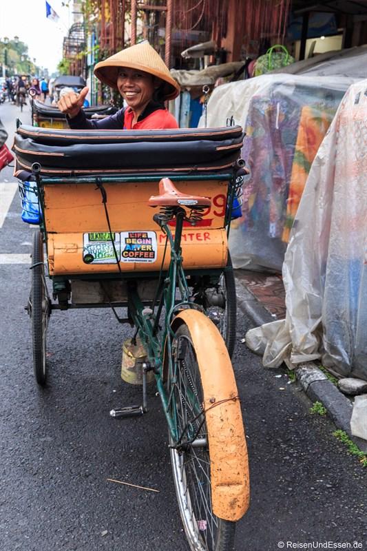 Fahrrad-Rikscha in der Jalan Malioboro in Yogyakarta