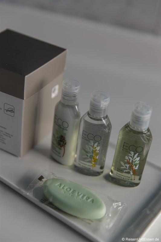 Pflegeprodukte im Badezimmer im Arcotel Nike Linz