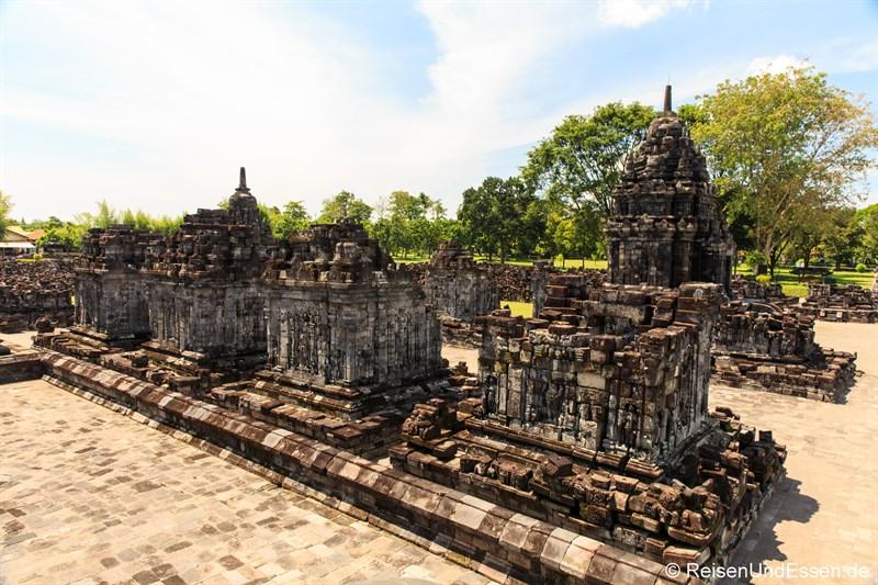 Kleinere Tempel rund um den Haupttempel