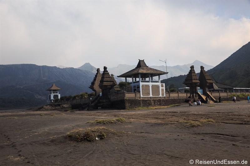 Hindu-Tempel Pura Luhur Poten am Vulkan Bromo