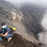 Am Rand des Kraters nach der Besteigung des Vulkan Bromo