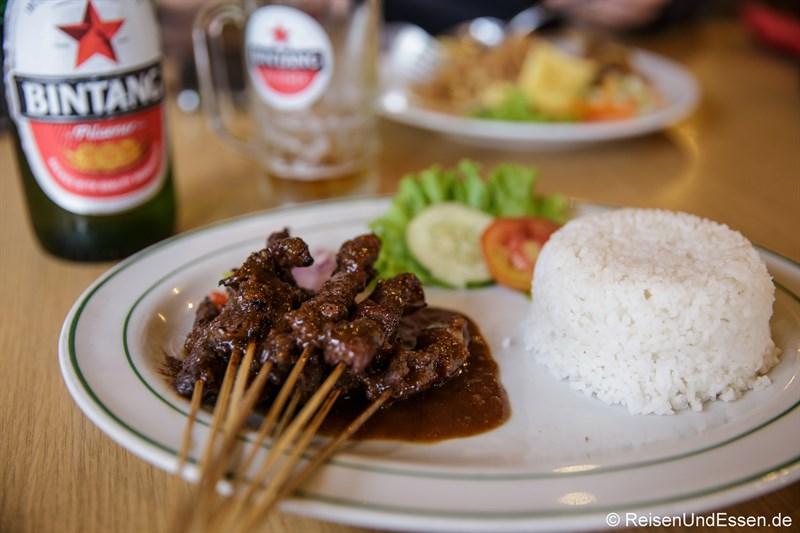 Abendessen Ayam Sate und Bintang