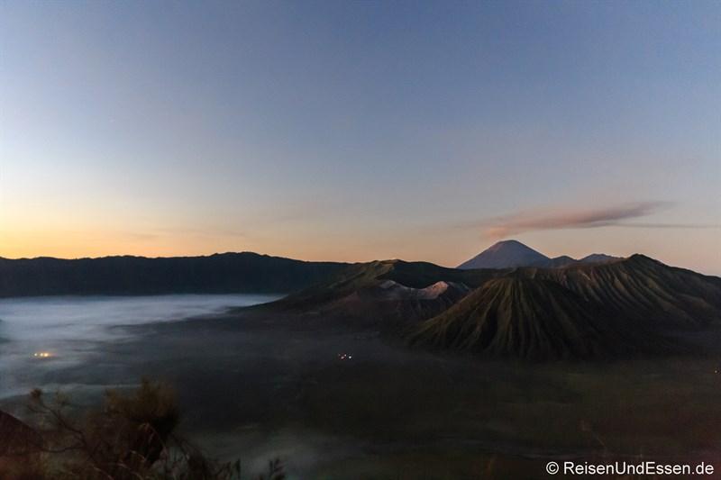 Sonnenaufgang am Vulkan Bromo um 05:00 Uhr