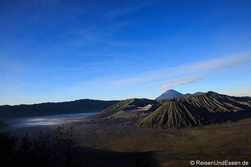 Sonnenaufgang am Vulkan Bromo um 06:00 Uhr