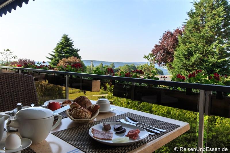 Frühstück mit Ausblick im Hotel Wildpark Bad Marienberg