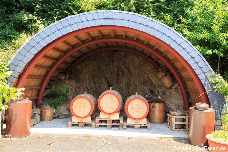 Ausstellung von Fässern in der Struthof Brennerei
