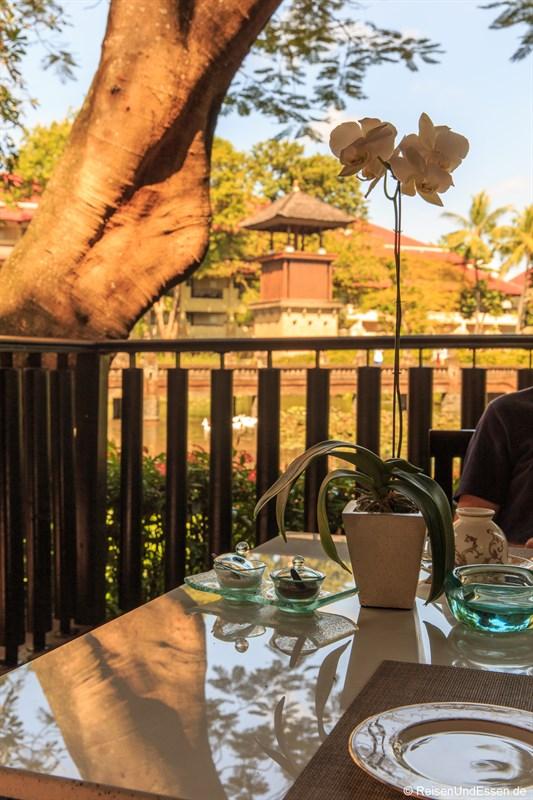 Frühstück auf der Terrasse der Club Lounge