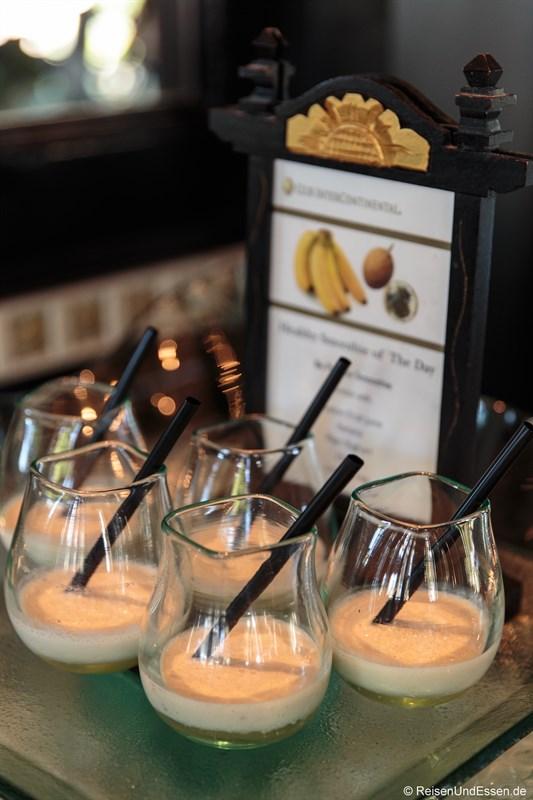 Fruchtdrink beim Frühstück im Club InterContinental Bali