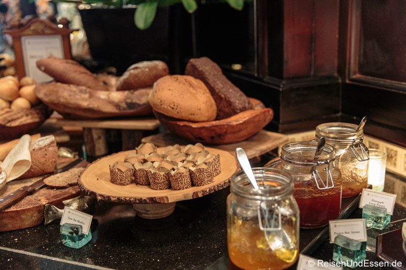 Mini-Muffins und frisches Brot im Club InterContinental Bali