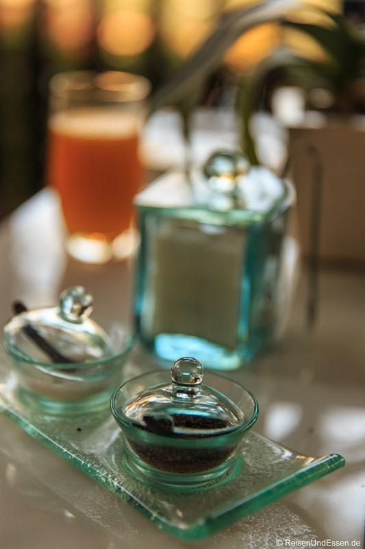 Pfeffer und Salz beim Frühstück in der Club InterContinental Lounge