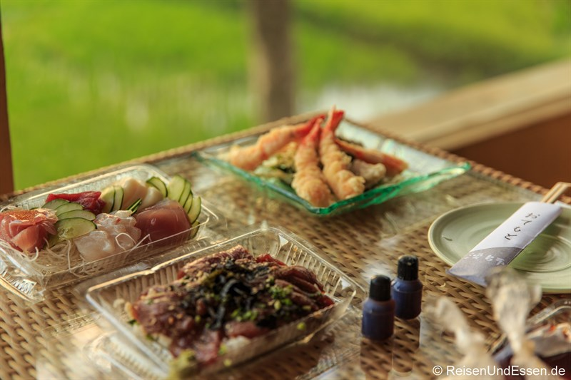 Sushi auf dem Balkon im Green Field Hotel