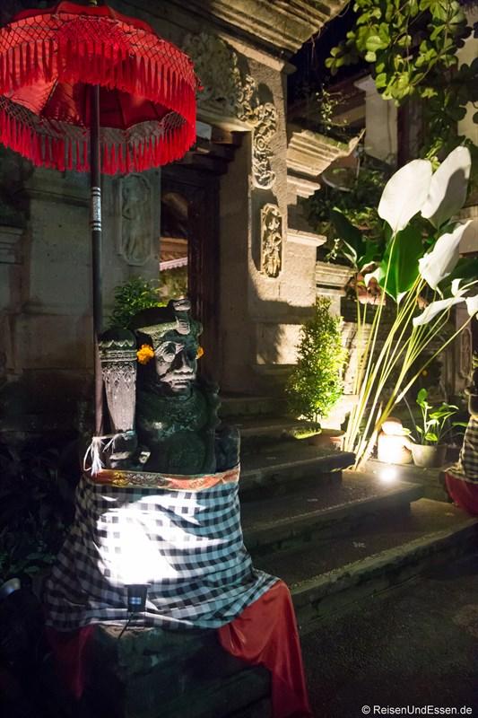 Hauseingang in Ubud bei Nacht