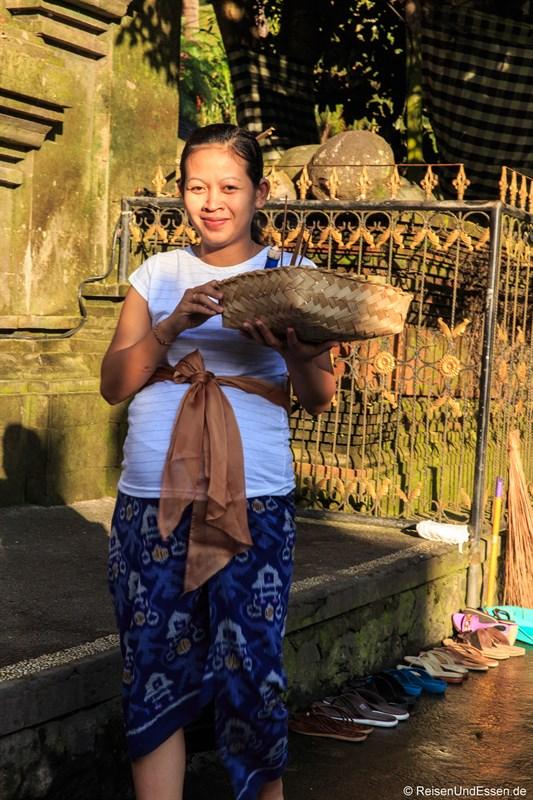 Balinesin in Pura Tirta Empul