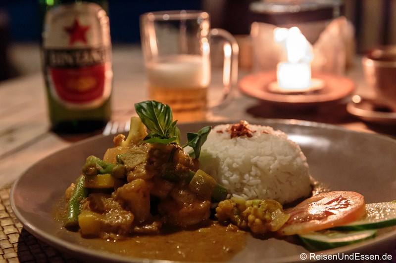 Abendessen im Desa Dunia Beda Resort