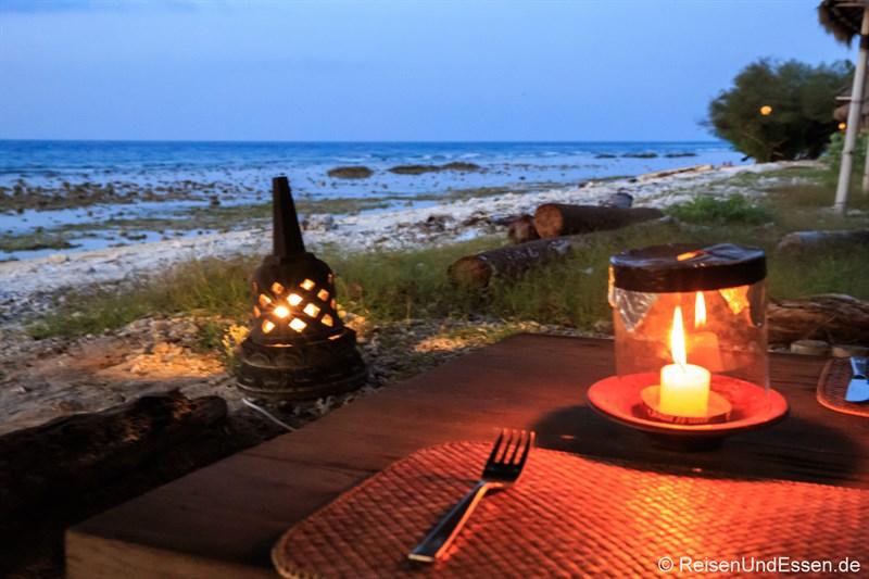 Stimmung zum Abendessen im Desa Dunia Beda Resort