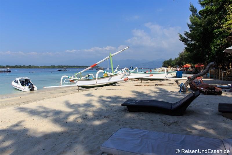 Strand beim Anleger auf Gili Trawangan