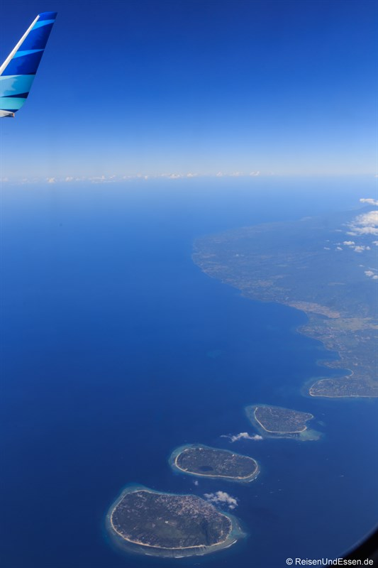Blick beim Flug auf Gili Inseln
