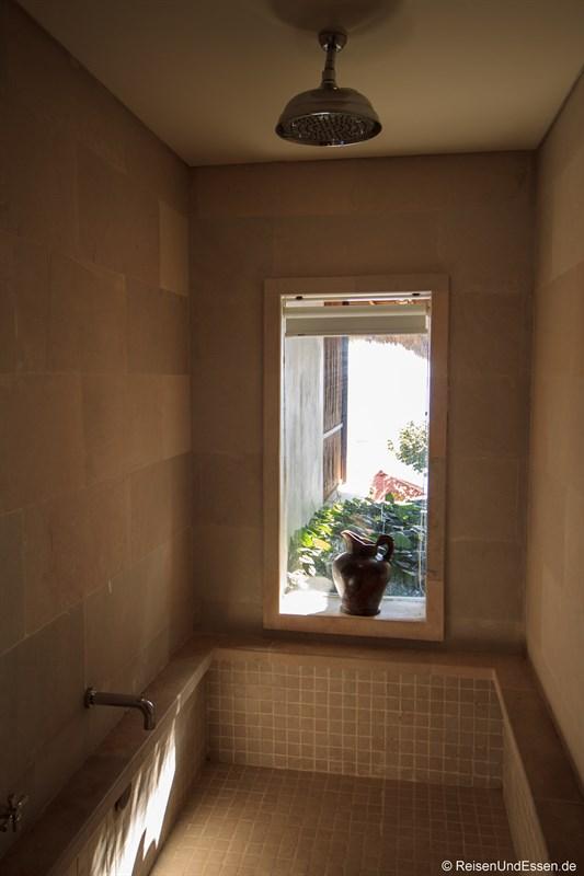 Dusche in der Suite mit Aussicht auf Sonnenuntergang in Lombok