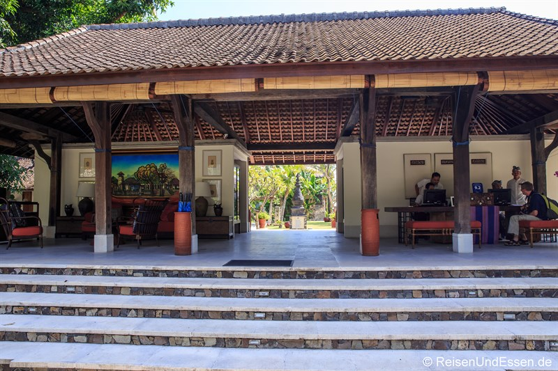 Rezeption und Check-In im Sudamala Suites & Villas in Sengiggi