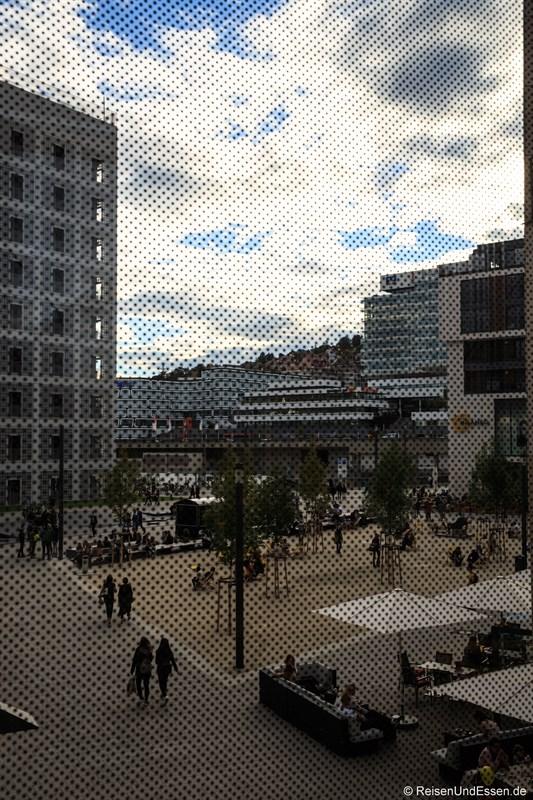 Blick aus dem Milaneo auf Mailänder Platz