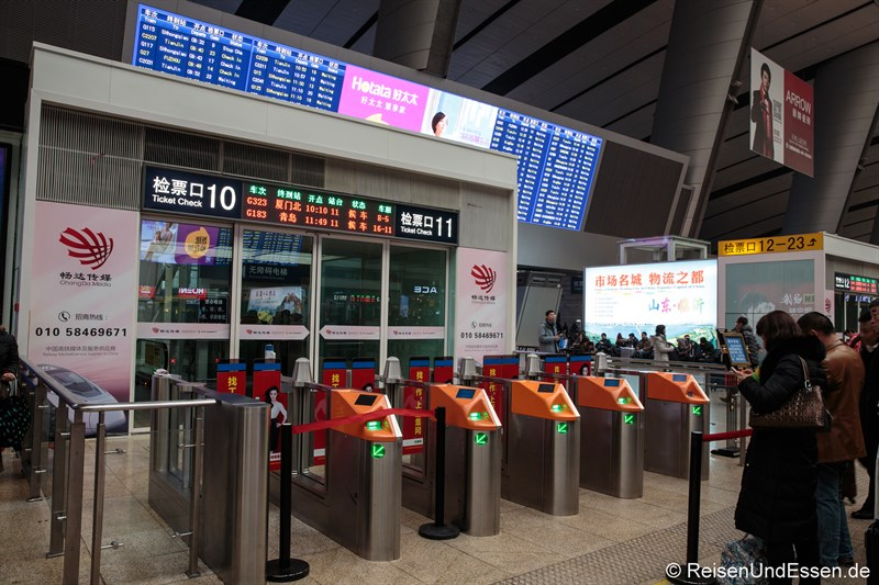 Zugang zum Bahnsteig in Beijing Süd