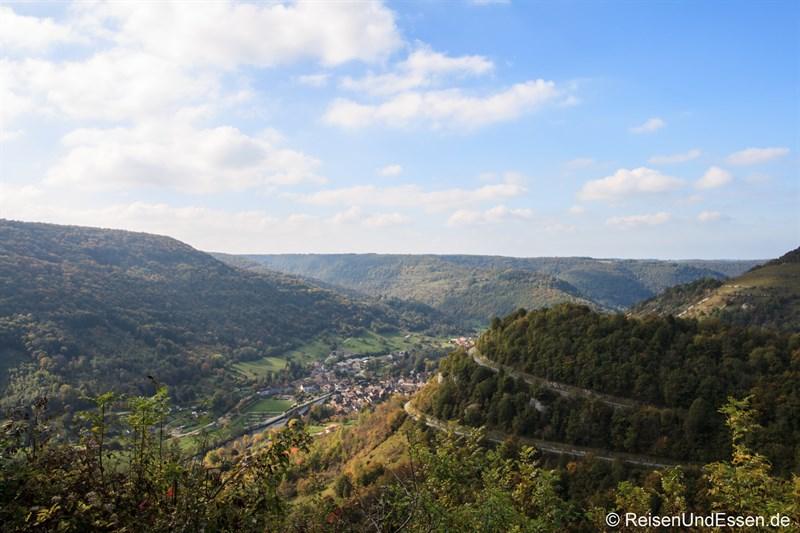 Blick in das Tal der Loue