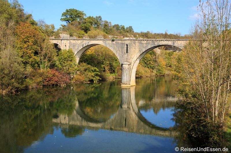 Brücke über die Loue in Cleron