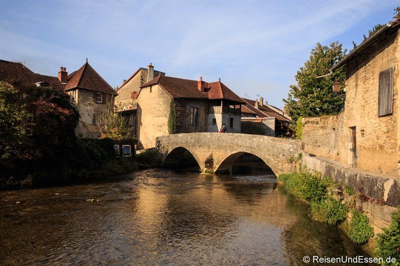 Kapuzinerbrücke über die Cuisance in Arbois